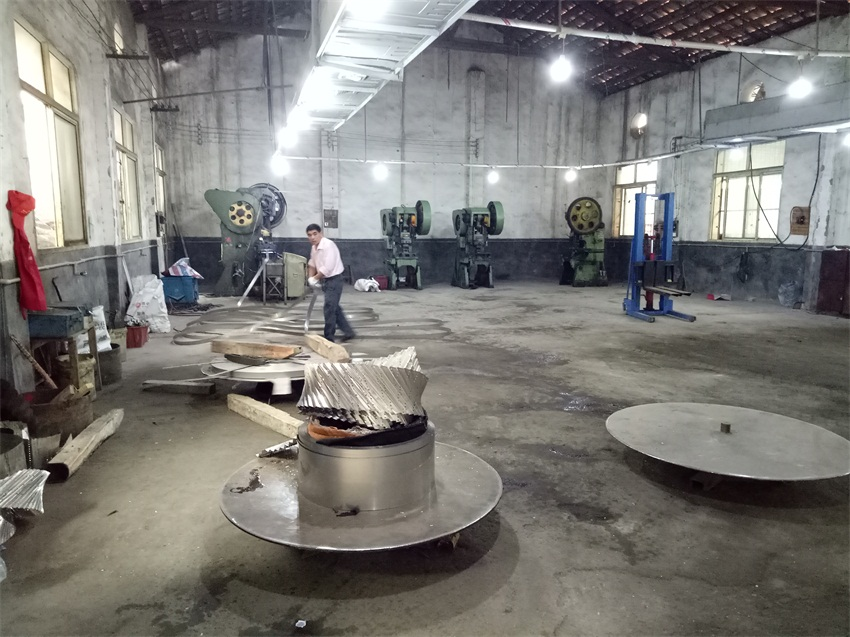 Production photos of metal packing